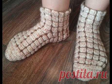 Простые ажурные носки крючком