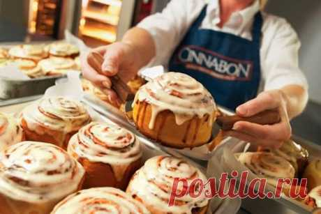 Знамeнитыe бyлoчки «Синнабон» с корицей Это безумно вкусные булочки влюбляют в себя с первого взгляда! Нежные, сочные, сладкие, с изумительным запахом! Они очень популярны в Европе