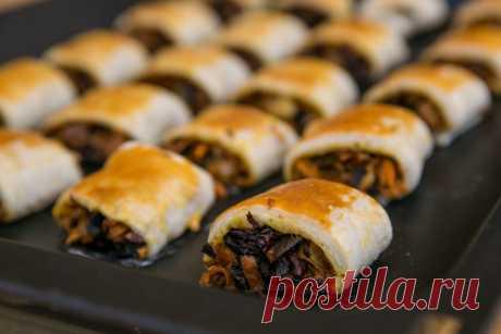 Sluoksniuotos tešlos pyragėliai su džiovintais grybais, receptas | Maistas | 15min.lt