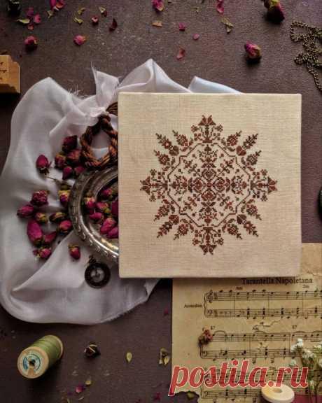 Подборка схем замечательных квадратных орнаментов для монохромной вышивки | НЕСКУЧНАЯ ВЫШИВКА | Яндекс Дзен