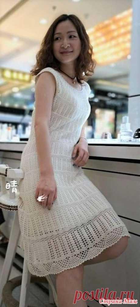 Нарядное белое платье Это платье выглядит очень нарядно и подойдет для любого торжества.Оно вяжется круговыми рядами( узор делится на 13 ярузов) очень красивым узором.