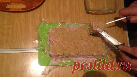 Торт без выпечки. Из печенья, творога и сгущенки Торт из печенья - вкусный десерт к чаю. Торт, для приготовления которого не нужно ничего выпекать. Вкусно, недорого и просто! Ленивый торт.