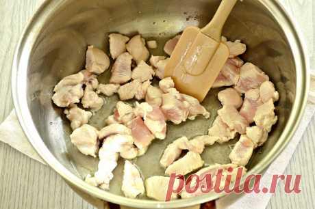 Рагу из куриной грудки с кабачками и капустой