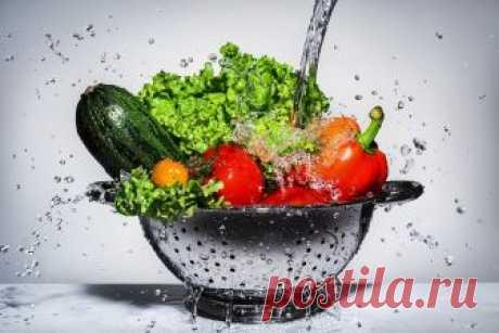 Какие продукты нельзя мыть, а какие нужно всегда Не все продукты нужно мыть водой перед готовкой. Иногда этот процесс приносит больше вреда, чем пользы.