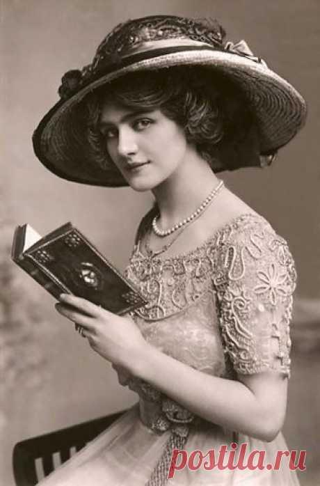 Женская красота 100 лет назад. Ретро открытки 1900-1910 годов
