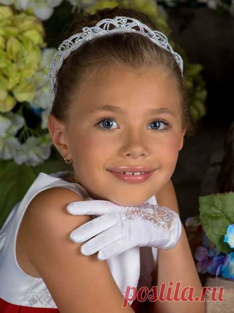 «Детские ободки пригодятся юным модницам в любой ситуации, ведь с их помощью можно делать как повседневные прически, так и прически для особенного случая.» — карточка пользователя Natalia U. в Яндекс.Коллекциях