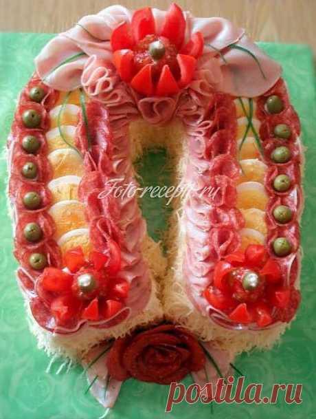 Закусочный бутербродный торт из колбасы в виде... / Свадьба / Новый год . Рождество . День св.Валентина .... / Pinme.ru / Nadine | Vesta
