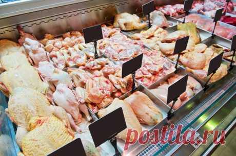 Себе в убыток? Что происходит с ценами после введения продуктовых санкций За последние 2 недели мясо птицы на российских прилавках подорожало на 23% (свинина - на 30%, говядина - на 40%). Об этом на «горячую линию» Федеральной антимонопольной службы (ФАС) сообщили сами россияне.