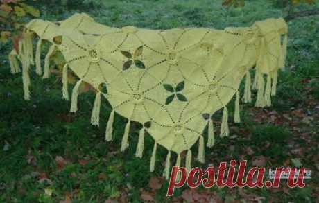 Вязанная крючком шаль Желтые розы. Работа Марины Алексеевны