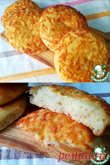 Лепёшки с майонезом и сыром - кулинарный рецепт =    Мука пшеничная / Мука — 400 г     Молоко— 250 мл     Дрожжи(сухие) — 1 ч. л.     Сахар— 2 ч. л.     Соль— 0,5 ч. л.     Майонез(2 ст.л.в тесто, 2ст.л. на смазку) — 4 ст. л.     Сыр полутвердый— 100 г     Масло растительное— 1 ст. л.