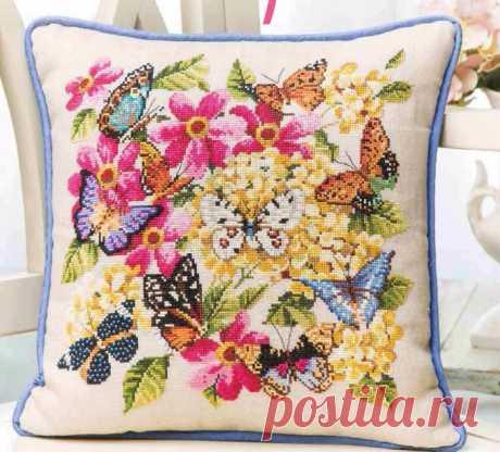 Вышивка для подушки с бабочками.
