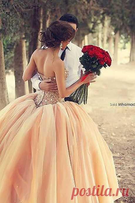 готов держать тебя в своих объятьях всю жизнь , любить , уважать и ценить тебя , носить на руках , дарить цветы и исполнять все твои капризы ,моё сердечко!