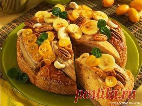 El pan bananovo-de nuez - la golosina para el desayuno.