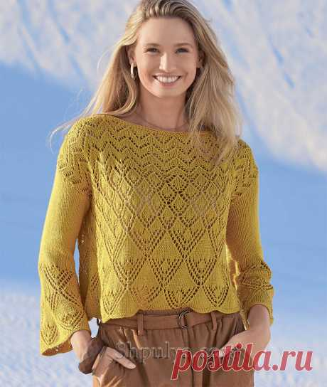 Прямой ажурный пуловер с расклешенными рукавами, красивыми волнистым краем и изящным сочетанием узоров связан из струящейся пряжи с вискозой и шелком.