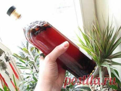 Кедровая настойка Помогает при больных суставах ,наружным втиранием, при простуде рекомендуется добавлять в чай — СОВЕТНИК