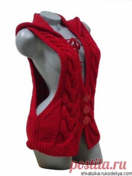 Модная жилетка с капюшоном спицами