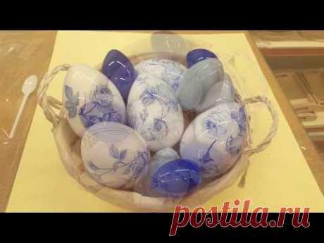 Decorazione uovo di pasqua con tovagliolo
