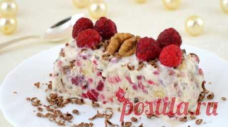 Мороженое «Семифредо» с малиной, шоколадом и орехами