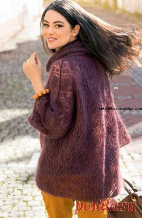 Просторный ажурный пуловер из мохера спицами
