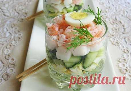 Чудесный салат из кальмаров и креветок