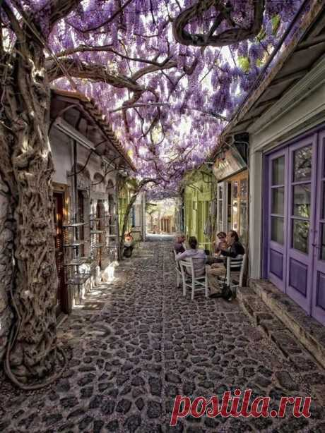 Уютная улочка, Моливос, Греция