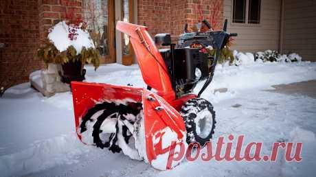 Снегоуборочная машина своими руками: возможные варианты Чистить зимой от снега двор и дорожки, используя лопату – дело не самое приятное. Альтернативой этому инструменту выступают снегоуборочные машины, которые представлены на рынке огромным ассортиментом. Но стоят эти аппараты немалых денег, которые поднять не каждому по карману. Но и им есть альтернатива – снегоуборочная машина своими руками, сделанная из подручных материалов и двигателя: бензинового или электрического. ...