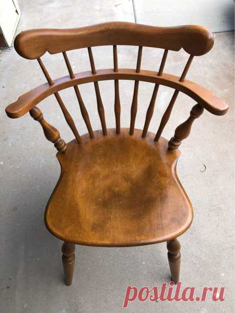 (2) Marketplace — Late 20th Century Ethan Allen Heirloom Nutmeg Maple Colonial Style Comb Back Accent Chair