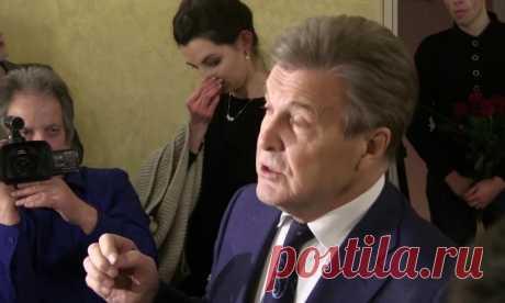 Лещенко сообщил о размере своей пенсии Народный артист РСФСР Лев Лещенко озвучил размер своей пенсии. Лещенко в беседе с «Вечерней Москвой» отметил, что получает надбавки как народный артист и
