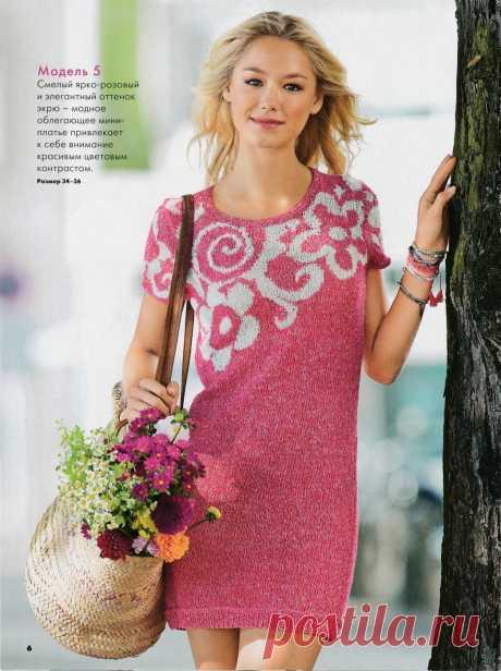 Платье с жаккардовым цветочным узором спицами
