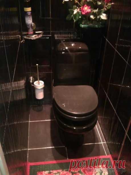 Абсолютно черный туалет. До и после ремонта Со слов автора. Я решила показать вам свой чёрный туалет. Может как и с ванной, мои идеи, вам пригодятся! Крышка на унитазе с микролифтом (медленно опускается сама и не когда с грохотом не упадёт ), ч...