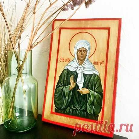 Недавно, с помощью Божей, написала икону святой матушке Матронушке Московской (Доска, темпера, поталь, размер 20×30) Наверное, нет такой христианки в нашей стране, которая не обращалась бы с молитвой к Матронушке. Я сама очень люблю ее, а слова молитвы стали такими же родными, как и псалом 50 (мой любимый)). Вот уже 5-ю икону Матронушки мне довелось написать! С особым чувством благодарности и любви я пишу уже знакомый до каждой черточки сострадающий нам, молящий Господа за...