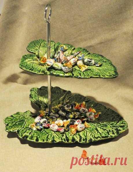 """Оригинальное блюдо """"Листья"""" Оригинальное блюдо """"Листья""""Итак, выбираем самые красивые и самые рельефные листья и раскладываем их вверх тыльной стороной вверх. Не перепутайте!Именно обратная сторона имеет более рельефную поверхность с выпуклыми прожилками.Для того, чтобы лист не получился плоским, я подкладываю под..."""