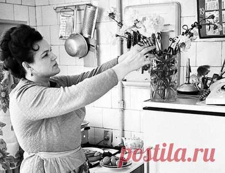 Людмила Зыкина на кухне