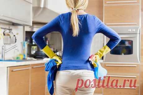 Копоть и жир на вытяжке убирается в два счета! И еще 10 лайфхаков для безупречно чистой кухни. Мало кто испытывает удовольствие отуборки кухни… Очищение вытяжки, мытье холодильника и кафеля на кухне порой доводит хозяек до истерики. Наша редакция предлагает твоему вниманию несколькобытовых хитростей, которые помогут отмыть то, что, казалось бы, уже невозможно отмыть.