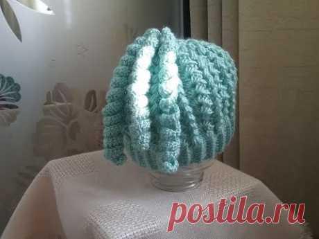 Теплая ажурная шапка  со спиральками крючком