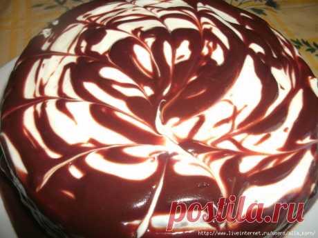 Обещанный шоколадно-вишнёвый тортик с сынулиного дня рождения))))