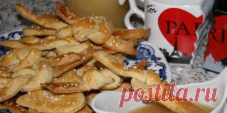 Сырные финтифлюшки с карамельным соусом