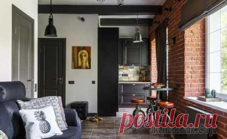 Маленькая и стильная квартира с контрастной отделкой