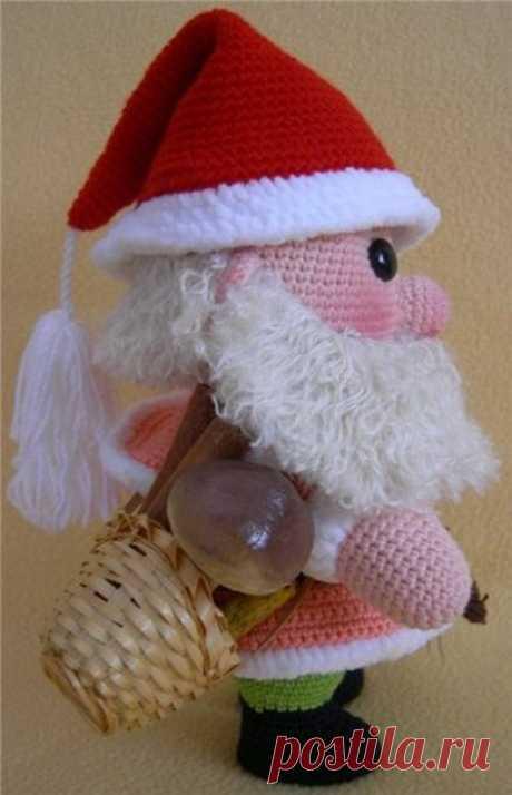 Гномик крючком  #вяжем_игрушки@igryshkisvoimirykami Что нам потребуется:  1-любые гладкие нитки:розовые,персиковые или телесные-для головы и ладошек,тёмного цвета-для башмачков,любого цвета для  курточки и штанишек(можно вязать одним цветом),красные-для колпачка. Показать полностью…