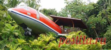 """Отель, когда-то летавший в небе   Журнал """"JK"""" Джей Кей Интересно. Забавно. Необычно. Списанный Боинг-727 на 15-метровом «пьедестале» в Коста-Рике стал отелем. Идея создания гостиницы в салоне самолета весьма экстравагантна."""