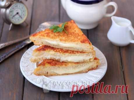 """Моцарелла в «карете» (Mozzarella in carrozza) — рецепт с фото и видео пошагово. Расплавленный сыр моцарелла в хрустящей золотистой хлебной """"карете"""" - быстрое, простое и невероятно вкусное итальянское блюдо."""