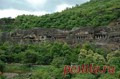 Индийские пещерные храмы Аджанты