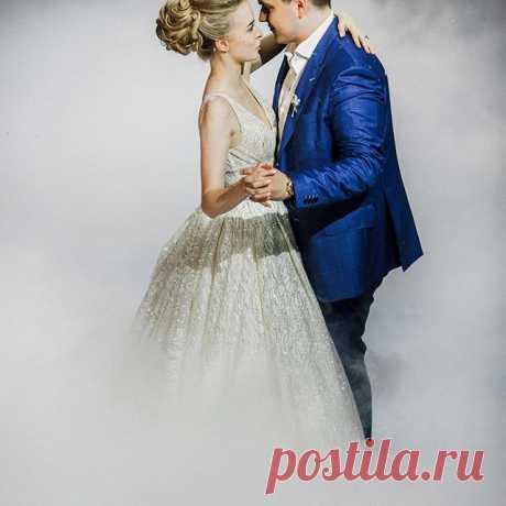 Photo by ЛУЧШЕЕ СВАДЕБНОЕ АГЕНТСТВО💍 in Кофемания / Сoffeemania with @svadberry. На изображении может находиться: один или несколько человек и свадьба.