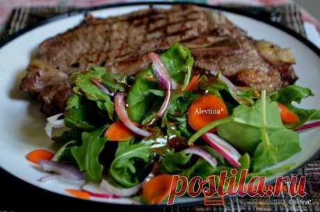 Пошаговый рецепт овощного салата. | Foodbook.su Очень легкий салат из овощей. Отлично дополнит стол с тяжелыми мясными блюдами. Как приготовить овощной салат в домашних условиях. Рецепт с фото.