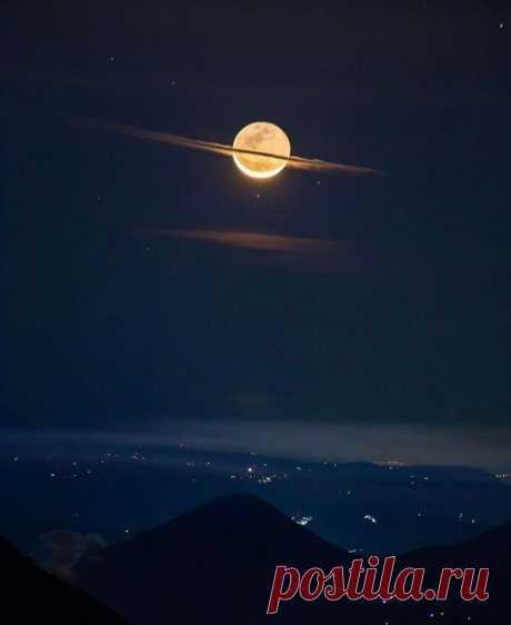 Луна притворилась Сатурном 🪐