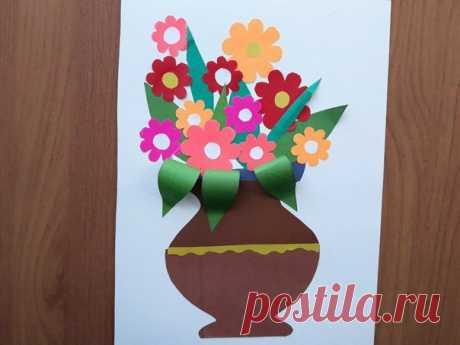 Поделки с детьми. Аппликация ваза с цветами из цветной бумаги.  Предлагаем рассмотреть отличный вариант детской поделки с цветами из обычной двусторонней бумаги. Такую поделку даже ребёнок может легко сделать самостоятельно и украсить ею любимый уголок, а также преподнести в качестве подарка.