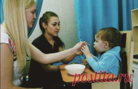 Советы как научить деток кушать самостоятельно, имеющие нарушения в развитие | Семья-Дети-Любовь | Яндекс Дзен