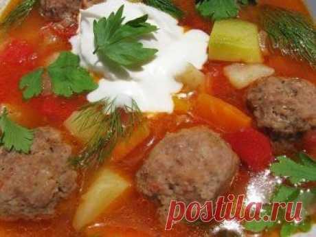 Покоряет с первой ложки — Густой суп с кабачками и фрикадельками