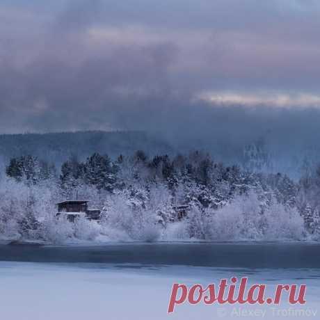 Заимка, поселение из одного участка. Ангара. Автор фото — Алексей Трофимов: nat-geo.ru/photo/user/18289/