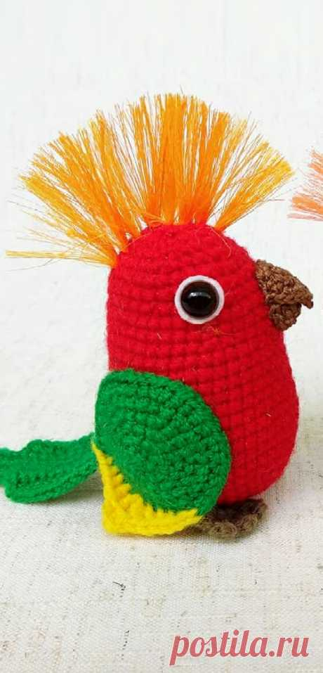 PDF Попугайчик крючком. FREE crochet pattern; Аmigurumi doll patterns. Амигуруми схемы и описания на русском. Вязаные игрушки и поделки своими руками #amimore - Птица, птичка, попугай, попугайчик.
